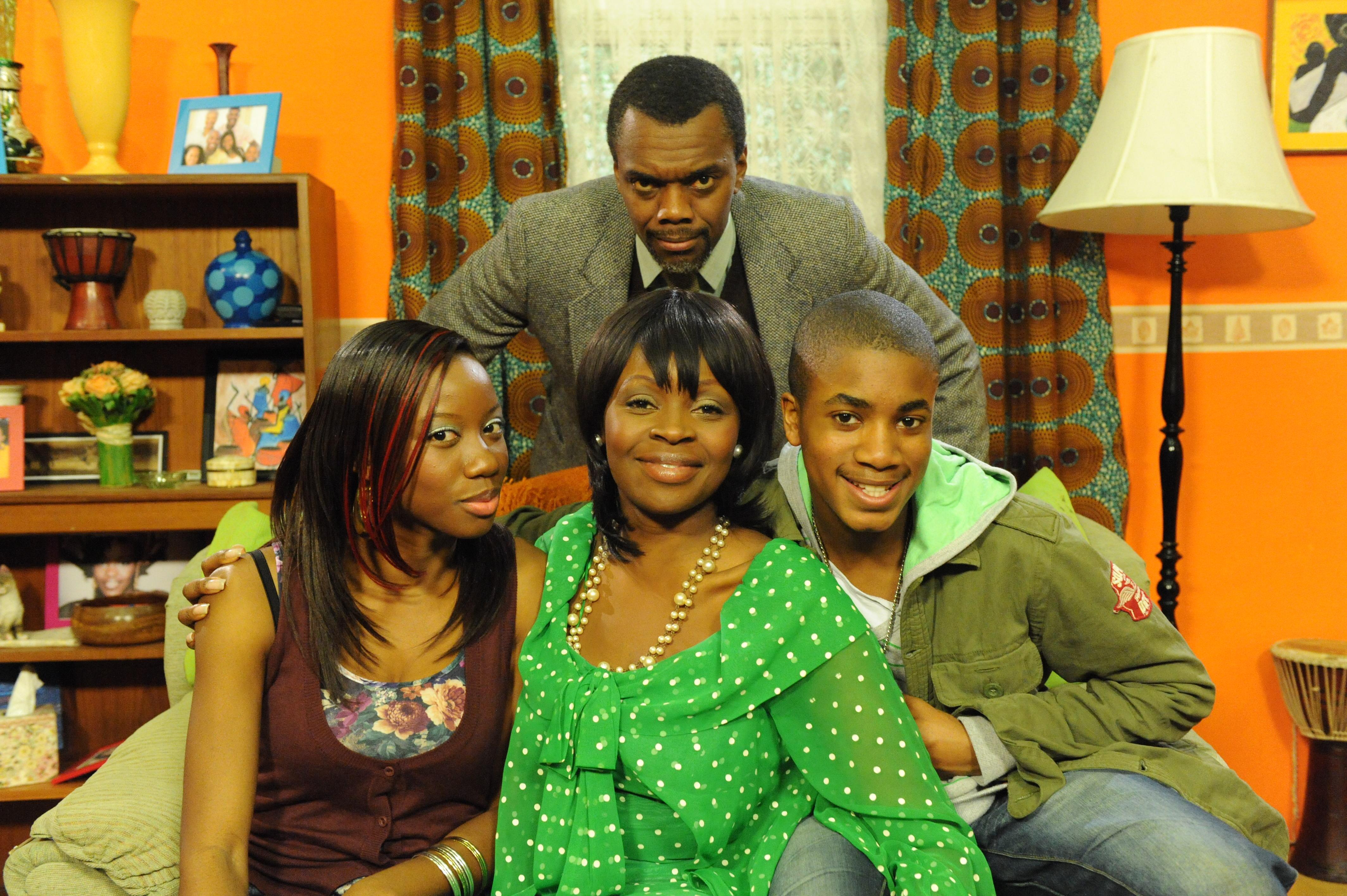 black family watching tv. popular uk/nigerian tv comedy sitcom \u0027meet the adebanjos\u0027 to air on south africa\u0027s sabc | indiewire black family watching tv