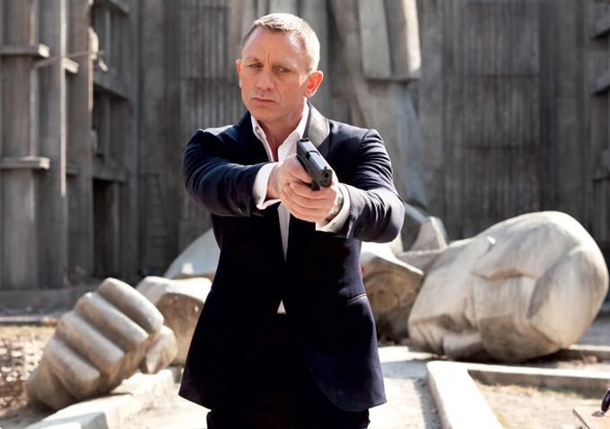 Elicottero 007 Skyfall : Review sam mendes film 'skyfall sees james bond