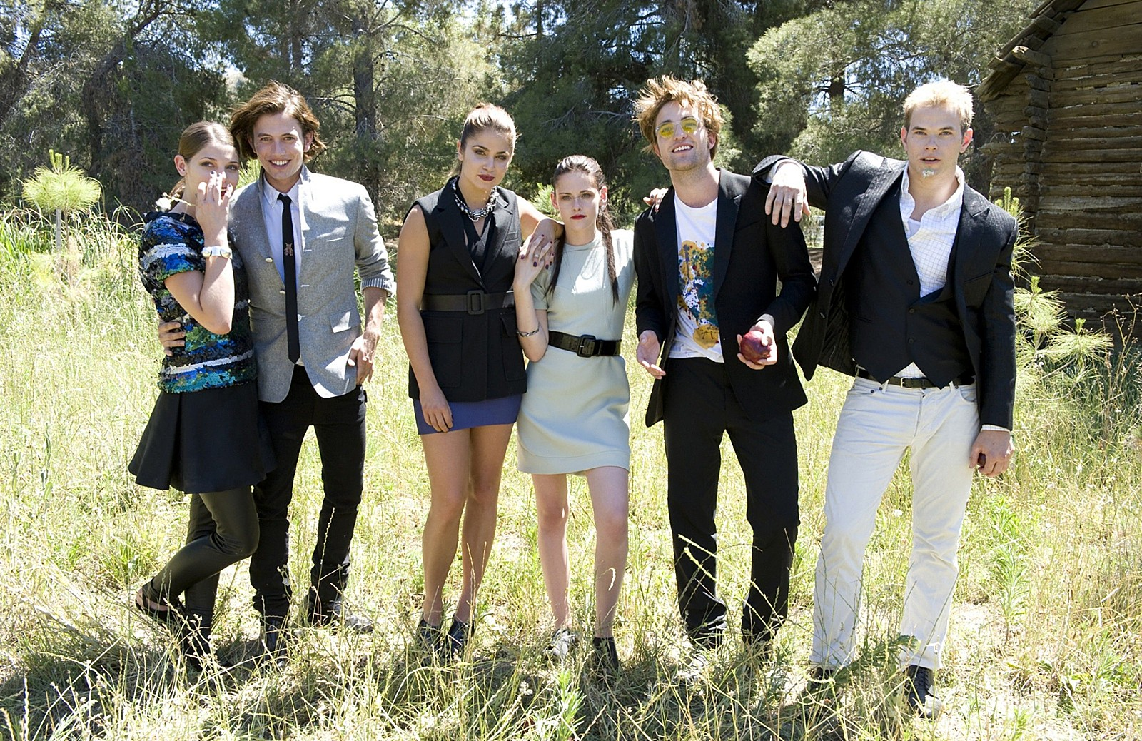 twilight actors still dating Learn about robert pattinson including past and current movies the cross-over appeal of 'twilight' actors by laura byrne-cristiano sep 01, 2011 comments.