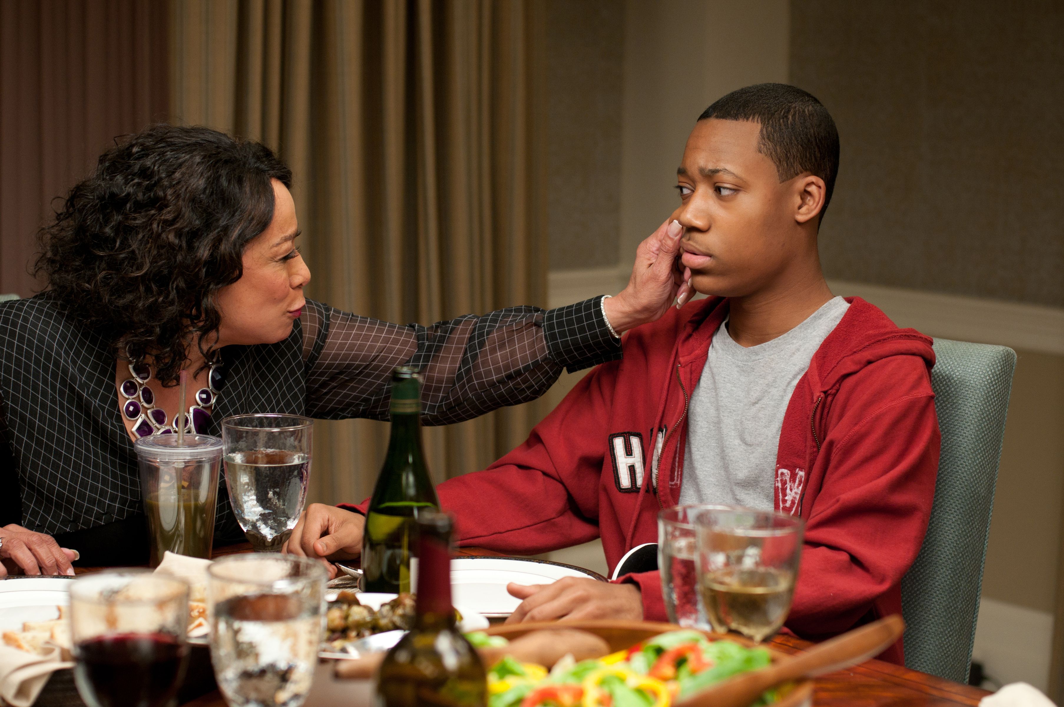 Review peeples is a charming farce with black family for Farcical black comedy