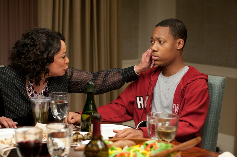 Review peeples is a charming farce with black family for Farcical comedy movies