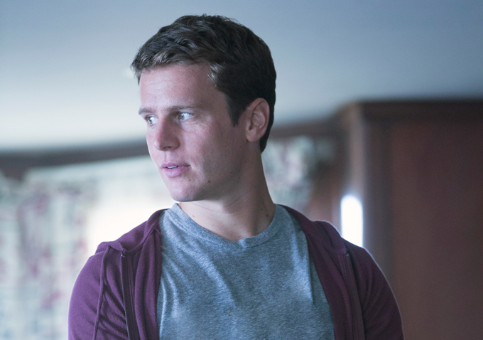 jonathan groff talks looking awkward scenes telling stories about characters that arent just coming