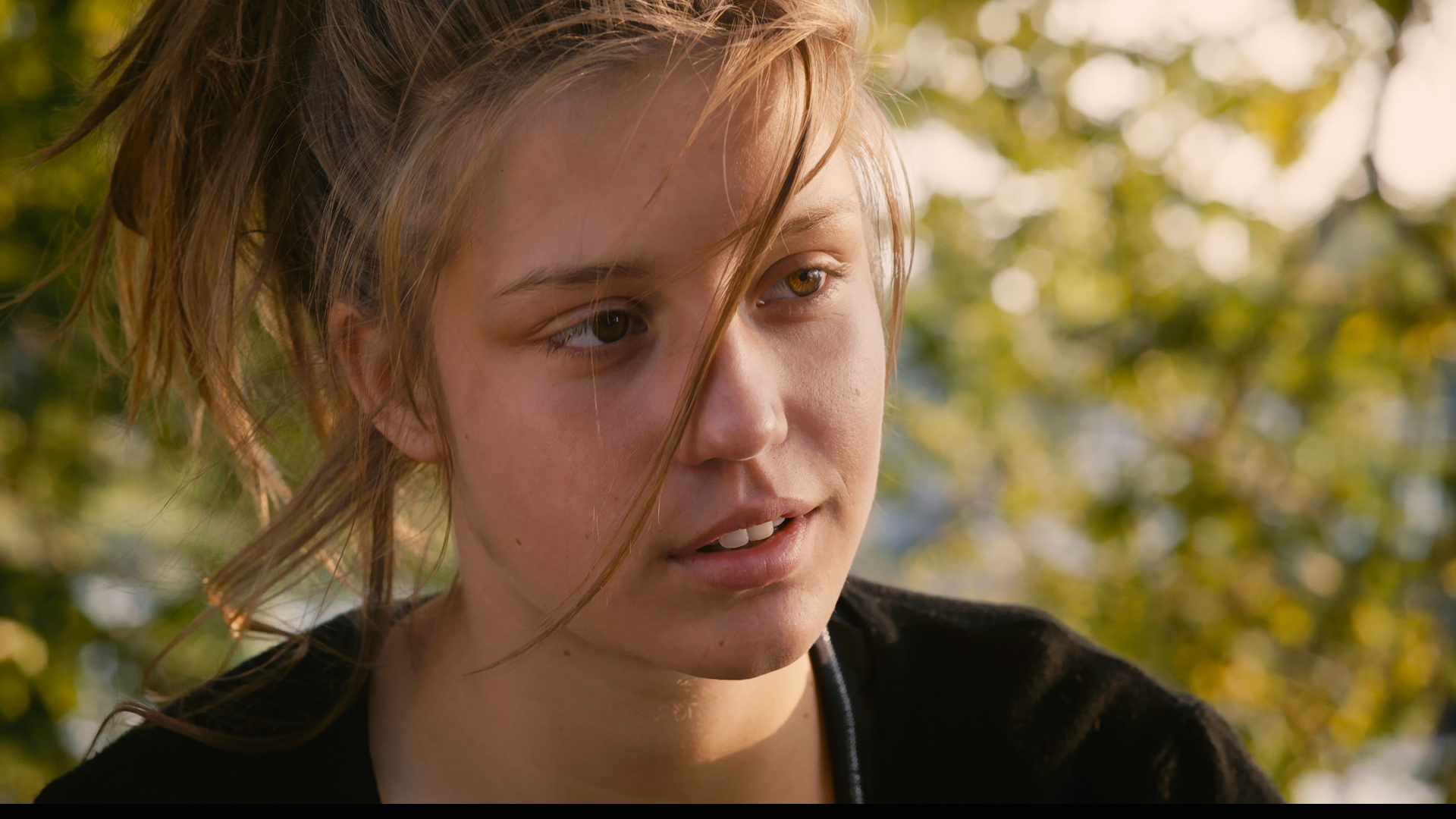 Watch Blue Is The Warmest Color Star Adele Exarchopoulos Seems Anything But Insecure In New French Trailer Qui Vive Indiewire