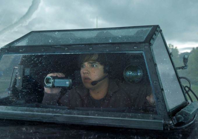 watch new trailer for tornado disaster movie �into the