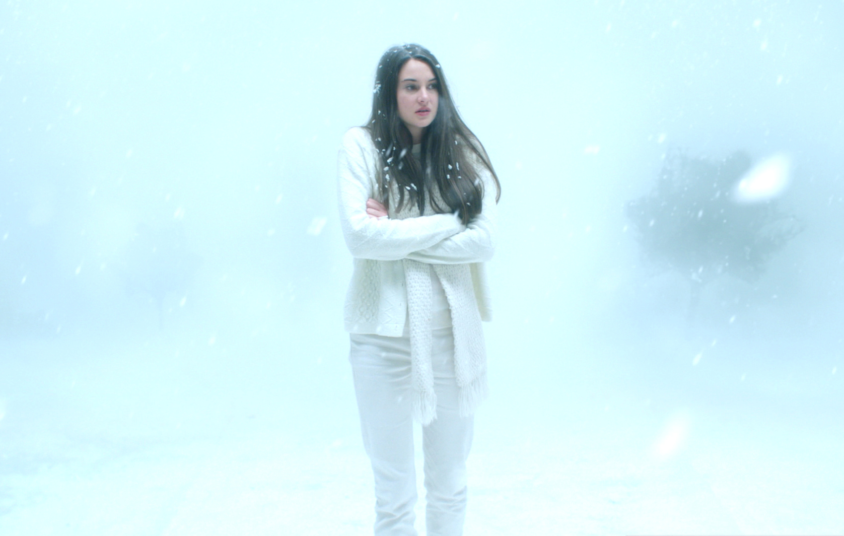 Shailene woodley white bird in a blizzard incomplete 9