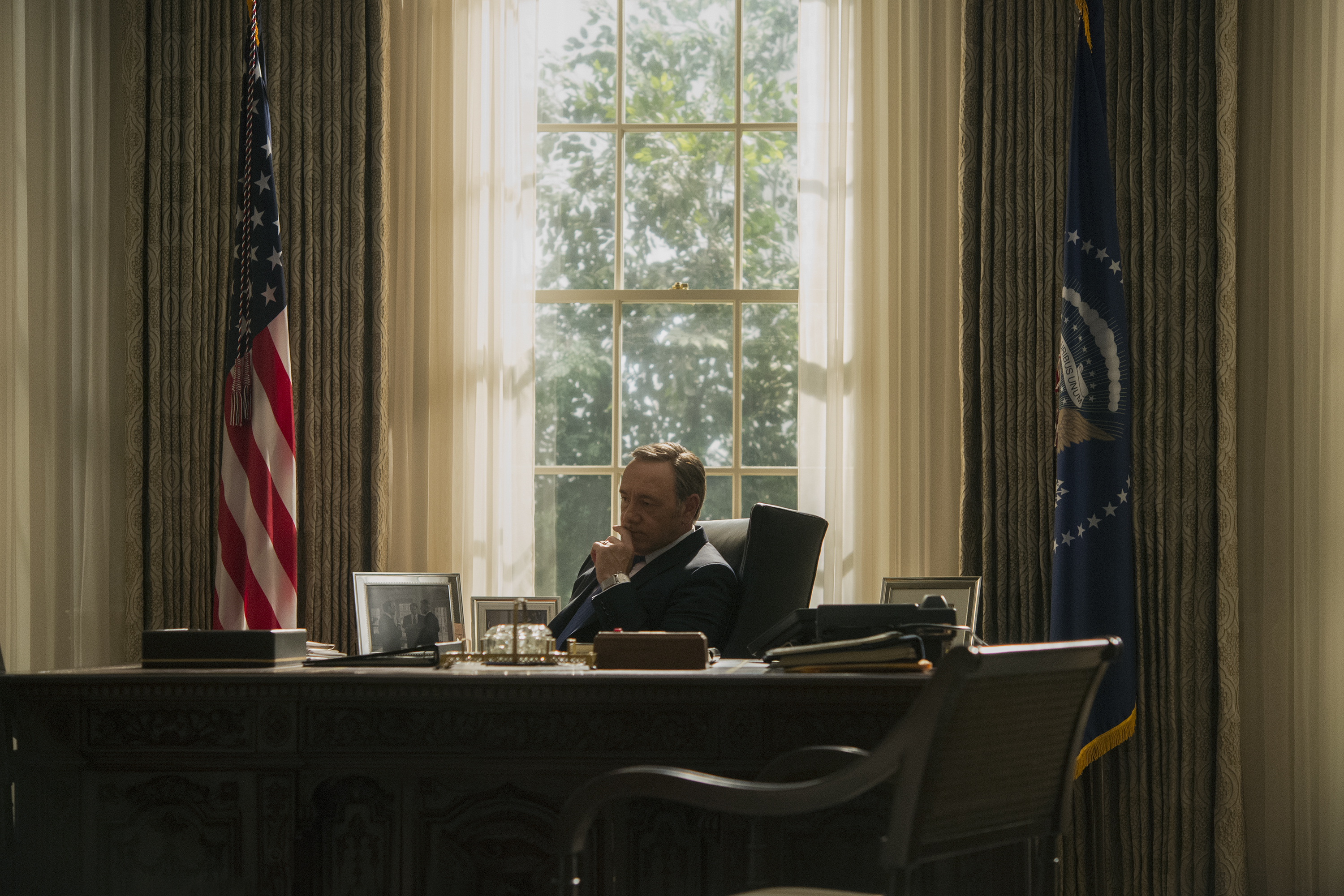 Review House Of Cards Season 3 Eases Up On The Sex Amps Up The