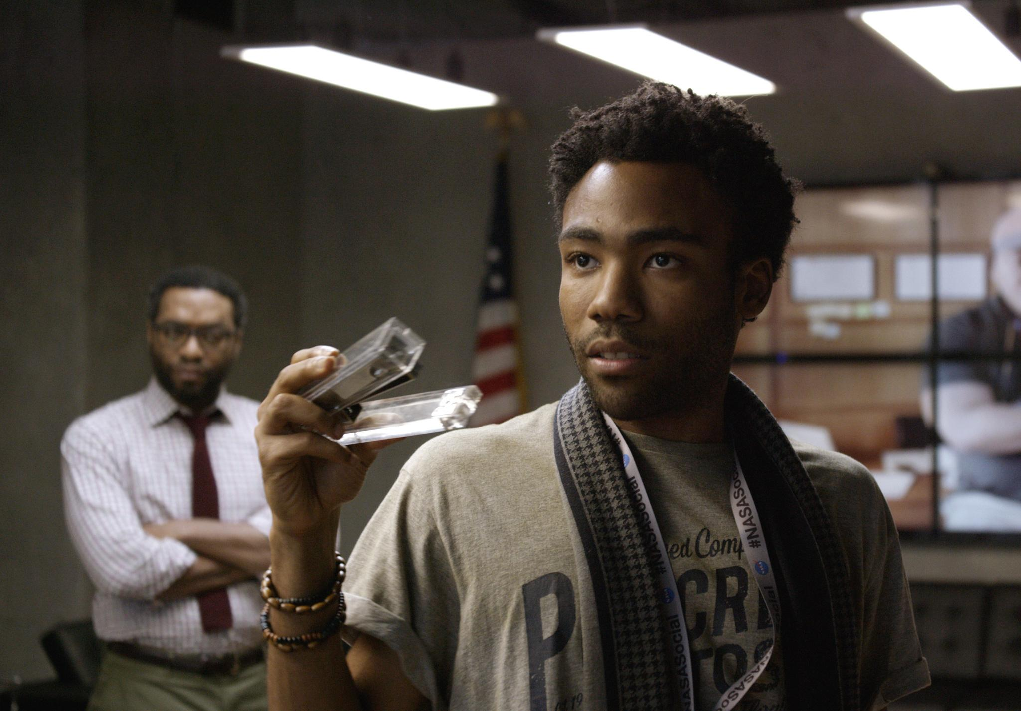 watch donald glover and chiwetel ejiofor in clip from the martian it