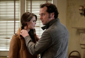 """THE AMERICANS -- """"The Magic of David Copperfield V. The Statue of Liberty Disappears"""" Episode 408 (Airs, Wednesday, May 4, 10:00 pm/ep) -- Pictured: (l-r) Keri Russell as Elizabeth Jennings, Matthew Rhys as Philip Jennings. CR: Patrick Harbron/FX"""