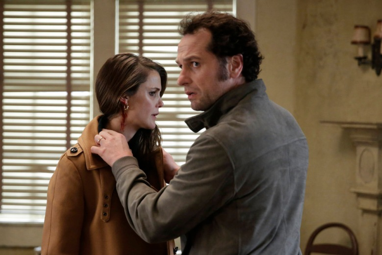"THE AMERICANS -- ""The Magic of David Copperfield V. The Statue of Liberty Disappears"" Episode 408 (Airs, Wednesday, May 4, 10:00 pm/ep) -- Pictured: (l-r) Keri Russell as Elizabeth Jennings, Matthew Rhys as Philip Jennings. CR: Patrick Harbron/FX"