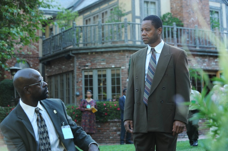 "THE PEOPLE v. O.J. SIMPSON: AMERICAN CRIME STORY ""The Race Card"" Episode 105 (Airs Tuesday, March 1, 10:00 pm/ep) -- Pictured: (l-r) Sterling K. Brown as Christopher Darden, Cuba Gooding, Jr. as O.J. Simpson. CR: Ray Mickshaw/FX"