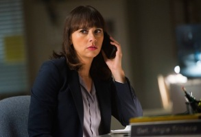 """Rashida Jones in """"Angie Tribeca"""" Season 2"""