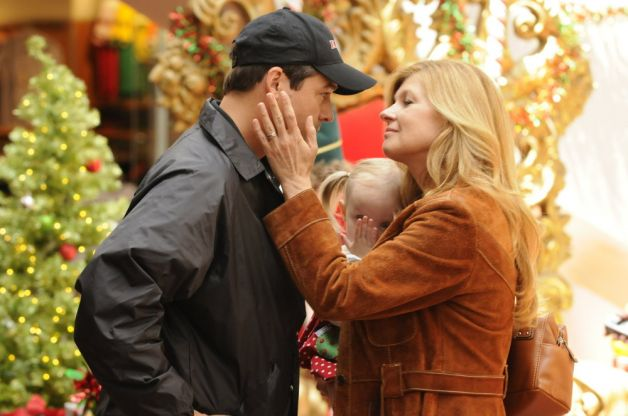 Eric (Kyle Chandler), Tami (Connie Britton)