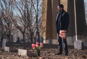 David Schwimmeras Tommy Moran; single - Feed The Beast _ Season 1, Episode 1 - Photo Credit: Ali Paige Goldstein/Lionsgate Television/AMC