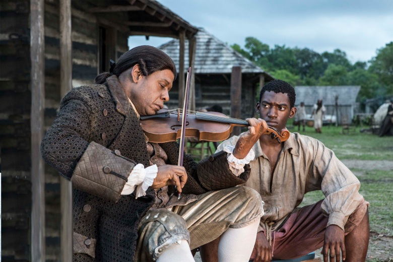 Fiddler (Forest Whitaker) and Kunta Kinte (Malachi Kirby).