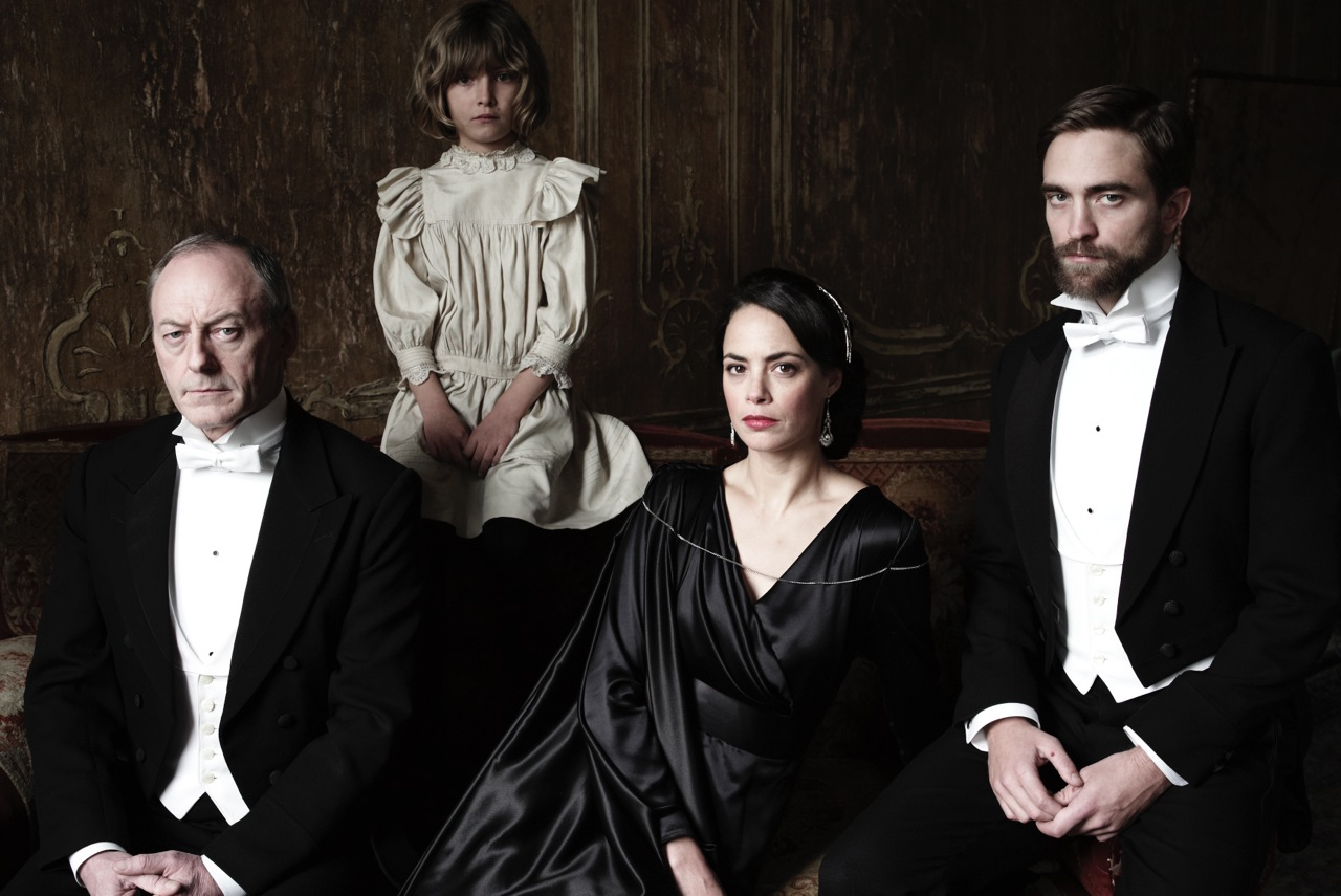 Robert Pattinson The Childhood of a Leader