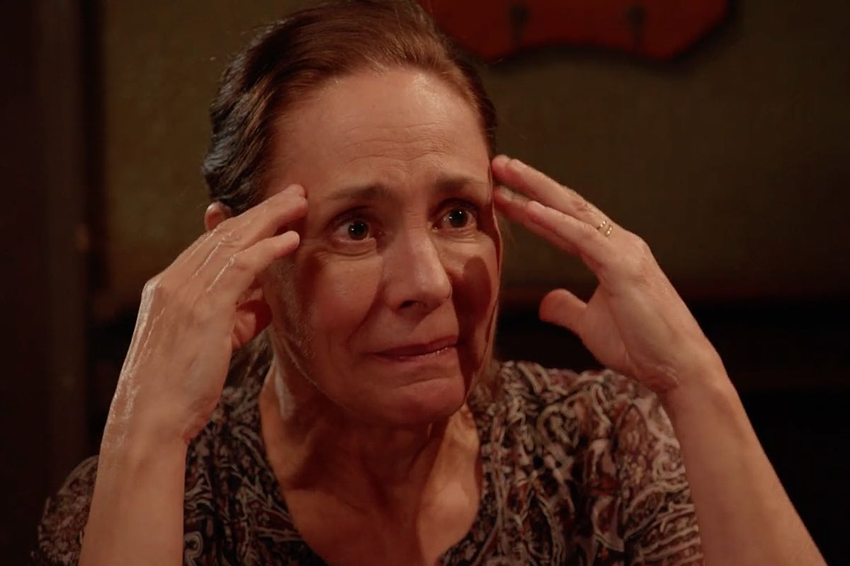 laurie metcalf broadway