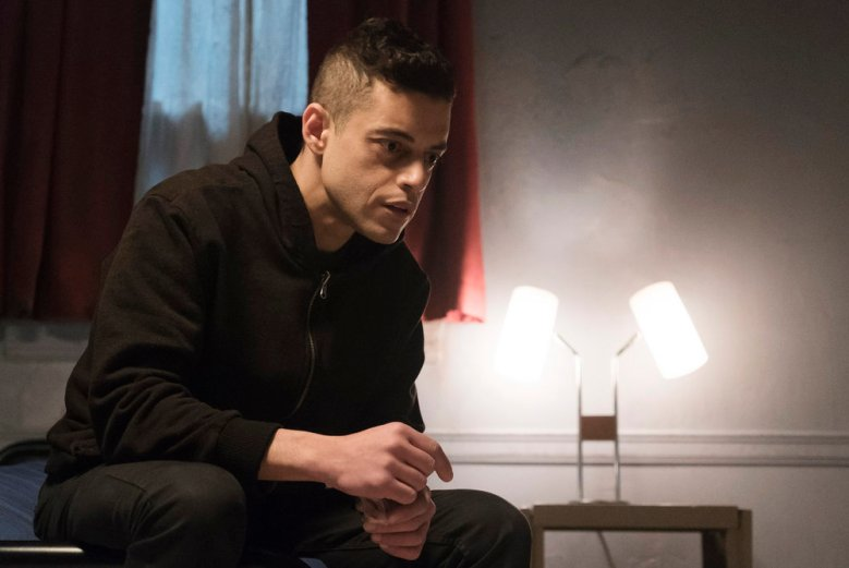 "MR. ROBOT -- ""eps2.1_k3rnel%u2010pan1c.ksd"" Episode 203 -- Pictured: Rami Malek as Elliot Alderson -- (Photo by: Peter Kramer/USA Network)"