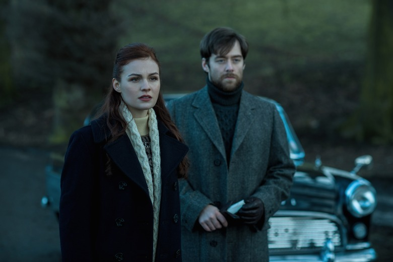 "Sophie Skelton and Richard Rankin in ""Outlander."""