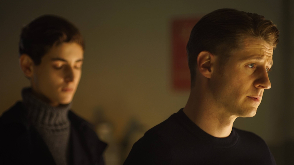 "GOTHAM: L-R: David Mazouz and Ben McKenzie in the ""Wrath of the Villains: Transference"" season finale episode of GOTHAM airing Monday, May 23 (8:00-9:00 PM ET/PT) on FOX. ©2016 Fox Broadcasting Co."