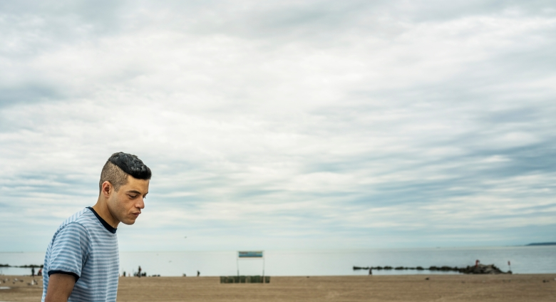 """MR. ROBOT -- """"eps2.4_m4ster%u2010s1ave.aes"""" Episode 206 -- Pictured: Rami Malek as Elliot Alderson -- (Photo by: Michael Parmelee/USA Network)"""