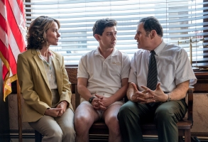 Red Oaks Season 2 Amazon Jennifer Grey, Craig Roberts & Richard Kind