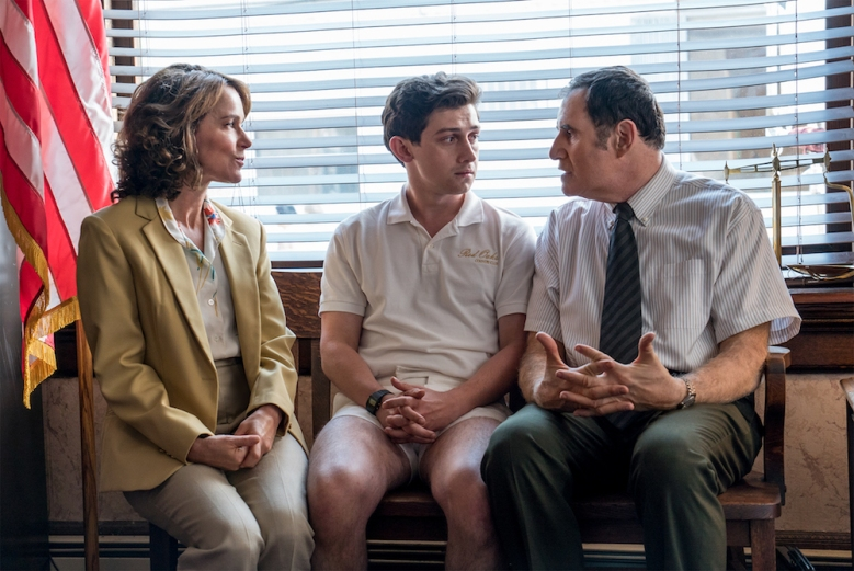 Red Oaks Season 2 Amazon Jennifer Grey, Craig Roberts & Richard Kind