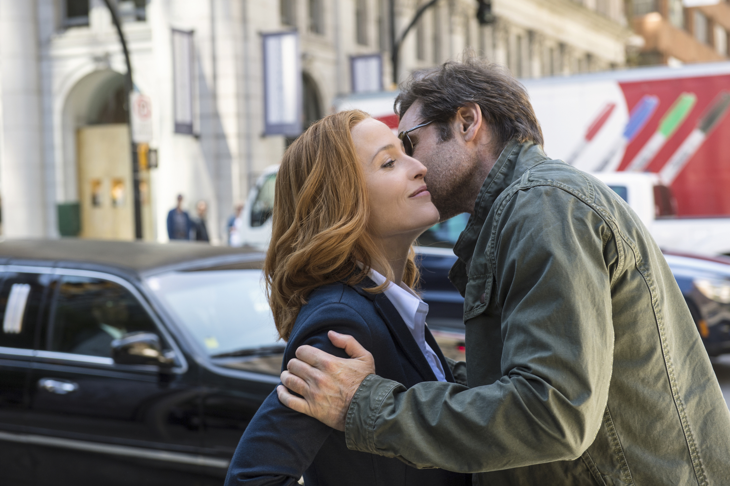 X-files do mulder and scully ever hook up