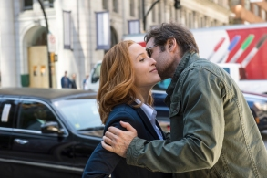 """Gillian Anderson and David Duchovny in """"The X-Files."""""""