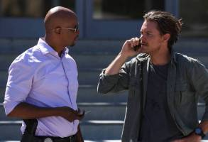 "LETHAL WEAPON: Pictured L-R: Damon Wayans and Clayne Crawford in the ""Surf n Turf"" episode of LETHAL WEAPON airing Wednesday, Sept. 28 (8:00-9:00 PM ET/PT) on FOX. ©2016 Fox Broadcasting Co"