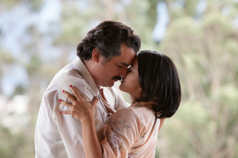 "Wagner Moura and Paulina Gaitan in ""Narcos."""
