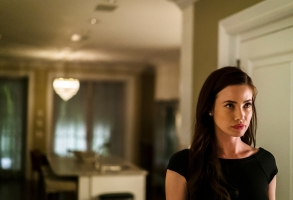 "MR. ROBOT -- ""eps2.8_h1dden-pr0cess.axx"" Episode 210 -- Pictured: Stephanie Corneliussen as Joanna Wellick -- (Photo by: Michael Parmelee/USA Network)"