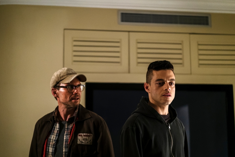 "MR. ROBOT -- ""eps2.8_h1dden-pr0cess.axx"" Episode 210 -- Pictured: (l-r) Christian Slater as Mr. Robot, Rami Malek as Elliot Alderson -- (Photo by: Michael Parmelee/USA Network)"