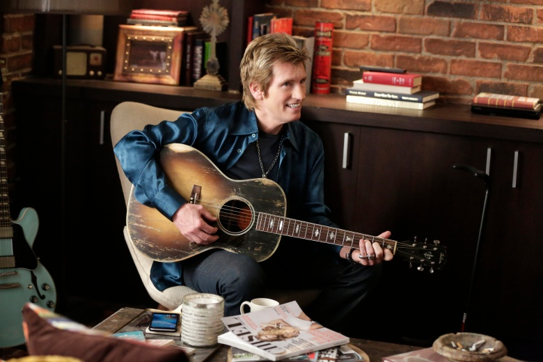 "Sex&Drugs&Rock&Roll - ""Ghosts of Skibbereen"" -- Ep 208 (Airs Thursday, August 18, 10:00 pm e/p) -- Pictured: Denis Leary as Johnny Rock. CR. Patrick Harbron/FX"