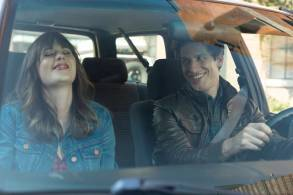 """BROOKLYN NINE-NINE: L-R: Guest Star Zooey Deschanel and Andy Samberg in the special """"The Night Shift"""" crossover episode of BROOKLYN NINE-NINE airing Tuesday, Oct. 11 (8:00-8:31 PM ET/PT) on FOX"""
