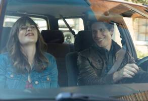 "BROOKLYN NINE-NINE: L-R: Guest Star Zooey Deschanel and Andy Samberg in the special ""The Night Shift"" crossover episode of BROOKLYN NINE-NINE airing Tuesday, Oct. 11 (8:00-8:31 PM ET/PT) on FOX"
