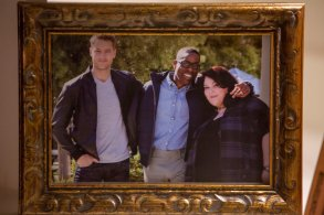 "THIS IS US -- ""Kyle"" Episode 103 -- Pictured: (l-r) Justin Hartley as Kevin, Sterling K. Brown as Randall, Chrissy Metz"