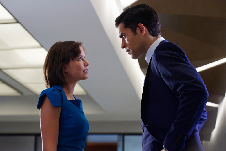 "INCORPORATED -- ""Downsizing"" Episode 102 -- Pictured: (l-r) Allison Miller as Laura Larson, Sean Teale as Ben Larson -- (Photo by: Ben Mark Holzberg/Syfy)"