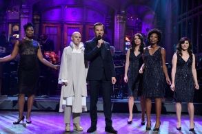 "SATURDAY NIGHT LIVE -- ""Benedict Cumberbatch"" Episode 1709 -- Pictured: (l-r) Leslie Jones, Kate McKinnon as Tilda Swinton, Benedict Cumberbatch, Cecily Strong, Sasheer Zamata, and Melissa Villaseñor during the monologue on November 5, 2016 -- (Photo by: Dana Edelson/NBC)"