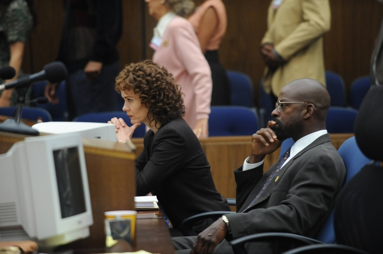 "THE PEOPLE v. O.J. SIMPSON: AMERICAN CRIME STORY ""Marcia, Marcia, Marcia"" Episode 106 (Airs Tuesday, March 8, 10:00 pm/ep) -- Pictured: (l-r) Sarah Paulson a Marcia Clark, Sterling K. Brown as Christopher Darden. CR: Ray Mickshaw/FX"