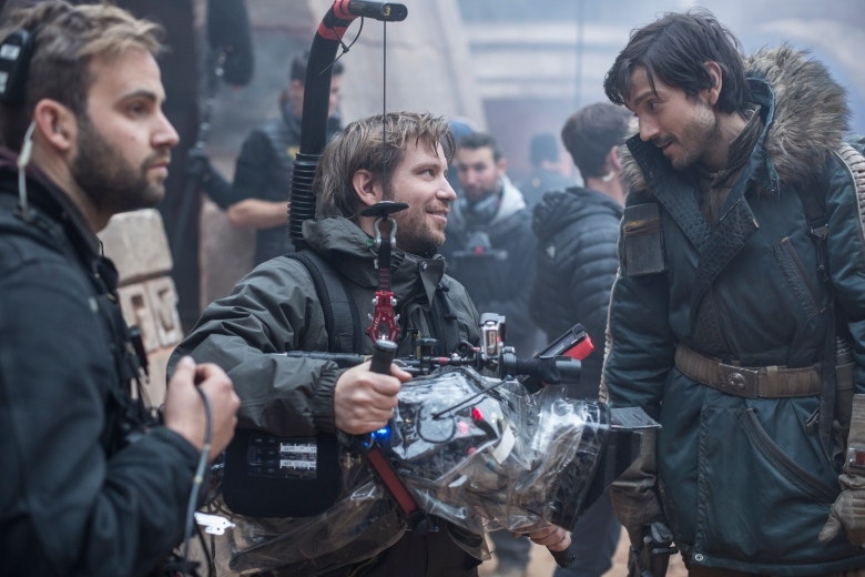 "Director Gareth Edwards and Diego Luna shooting ""Rogue One"""