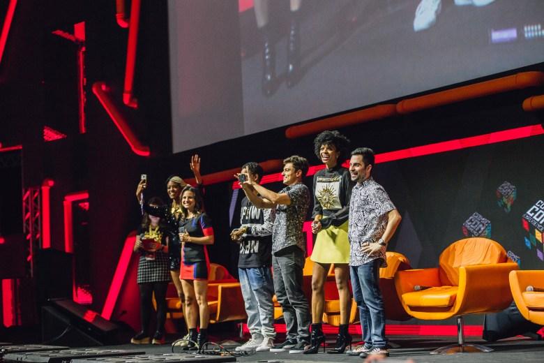 Netflix Panel @ CCXP 2016, Brazil Comic Con in São Paulo. Viviane Porto, Bianca Comparato, Michel Gomes, Rafael Lozano, Vaneza Oliveira, Rodolfo Valente, 3%. (photo Pedro Saad/Netflix)(photo Pedro Saad/Netflix)