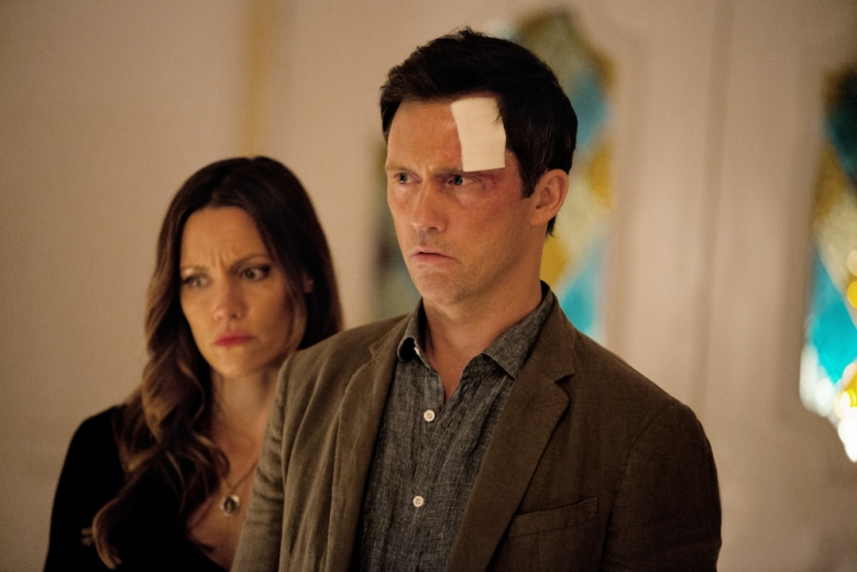 Shut Eye KaDee Strickland as Linda Haverford, Jeffrey Donovan as Charlie Haverford - Shut Eye Season 1, Episode 1