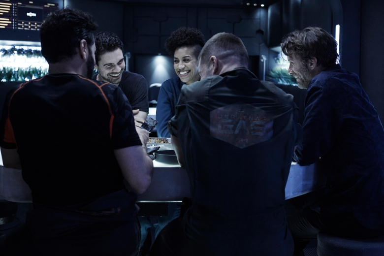 "THE EXPANSE -- ""Safe"" Episode 201 -- Pictured: (l-r) Steven Strait as Earther James Holden, Dominique Tipper as Naomi Nagata, Thomas Jane as Detective Joe Miller -- (Photo by: Shane Mahood/Syfy)"