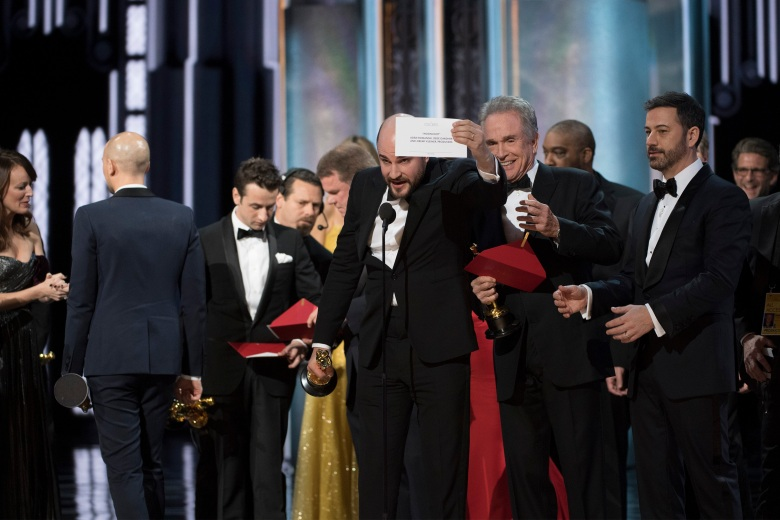 THE OSCARS(r) - The 89th Oscars(r) broadcasts live on Oscar(r) SUNDAY, FEBRUARY 26, 2017, on the ABC Television Network. (ABC/Eddy Chen)JORDAN HOROWITZ, WARREN BEATTY, JIMMY KIMMEL