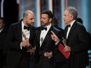 THE OSCARS(r) - The 89th Oscars(r) broadcasts live on Oscar(r) SUNDAY, FEBRUARY 26, 2017, on the ABC Television Network. (ABC/Eddy Chen)JORDAN HOROWITZ, JIMMY KIMMEL, WARREN BEATTY