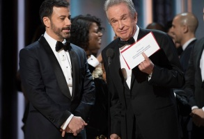 THE OSCARS(r) - The 89th Oscars(r) broadcasts live on Oscar(r) SUNDAY, FEBRUARY 26, 2017, on the ABC Television Network. (ABC/Eddy Chen)JIMMY KIMMEL, WARREN BEATTY