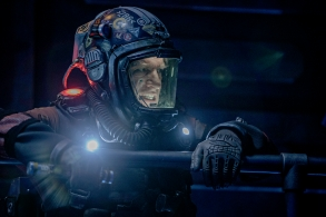 "THE EXPANSE -- ""Godspeed"" Episode 204 -- Pictured: Thomas Jane as Detective Joe Miller -- (Photo by: Rafy/Syfy)"