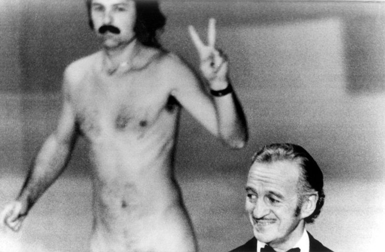 Streaker Robert Opel and presenter David Niven, 1974 Oscars