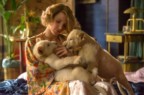 4101_D009_03963_RJessica Chastain stars as Antonina Zabinski in director Niki Caro's THE ZOOKEEPER'S WIFE, a Focus Features release.Credit: Anne Marie Fox / Focus Features