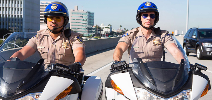 CHiPS (2017)(L-R) MICHAEL PEÑA as Ponch and DAX SHEPARD as Jon
